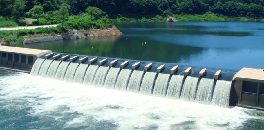 錦秋湖大滝・水のカーテン